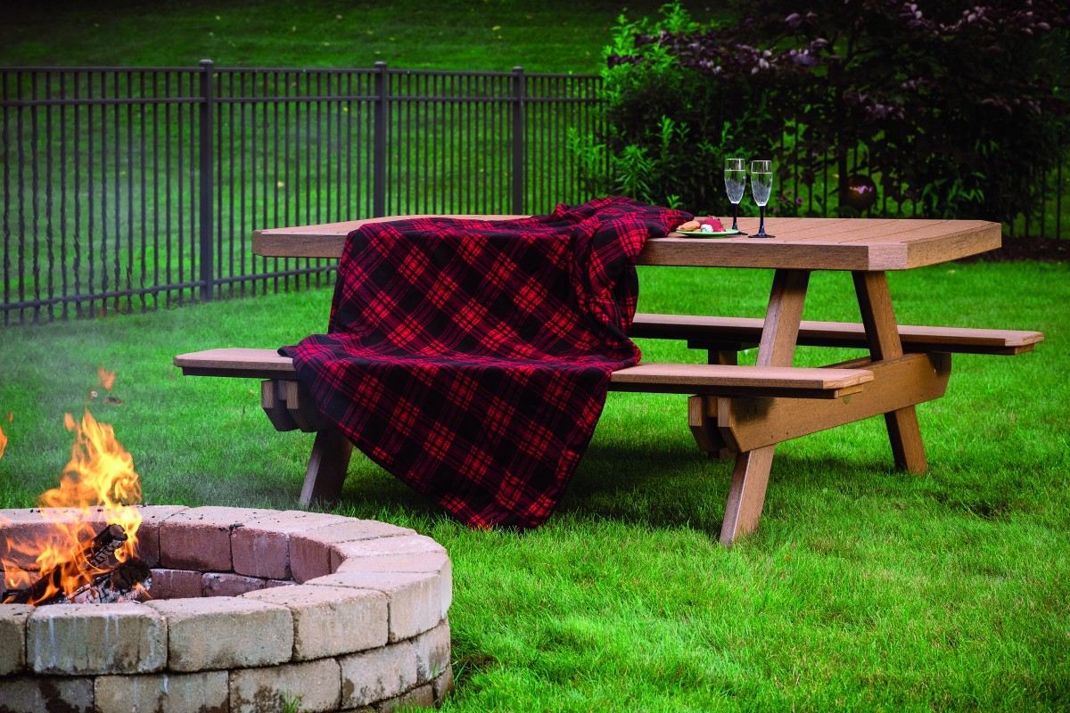 Luxcraft Poly Outdoor 6 Foot Picnic Table In Premium Woodgrain Poly Lumber