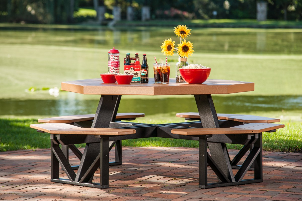Luxcraft Poly Furniture Wood Octagon Walk In Picnic Table In Premium Woodgrain Poly Lumber